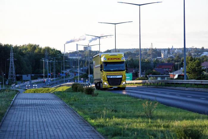 Doświadczony i zapracowany jak polski kierowca? Sprawdziliśmy, kto jeździ w firmach transportowych